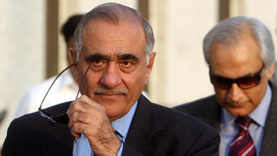 A file photo of Pakistan National Security Advisor Mahmud Ali Durrani with former Pakistan High Commissioner in India Shahid Malik.  Durrani was National Security Advisor to the Pakistani government  when the terror attack in Mumbai took place in 2008.