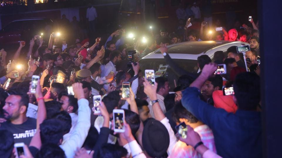 Diljit Dosanjh enters the venue with a sea of fans surrounding his car.  (Manoj Verma/HT Photo)
