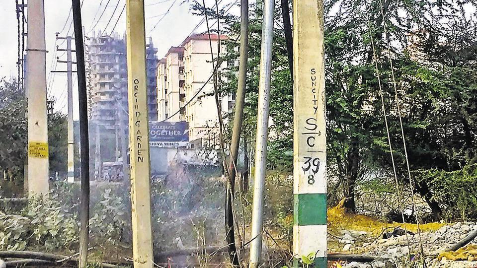 Gurgaon,Golf Course extension,garbage burning