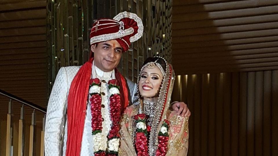Hrishita Bhatt,Hrishita Bhatt married,Anand Tiwari