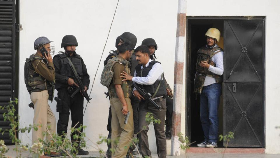 Anti-Terror Squad (ATS) commandos on early Wednesday morning gunned down a suspected IS operative in an anti-terror operation that lasted for almost 12 hours in the thickly-populated Thakurganj area of Lucknow in poll-bound Uttar Pradesh. (Deepak Gupta / HT Photo)