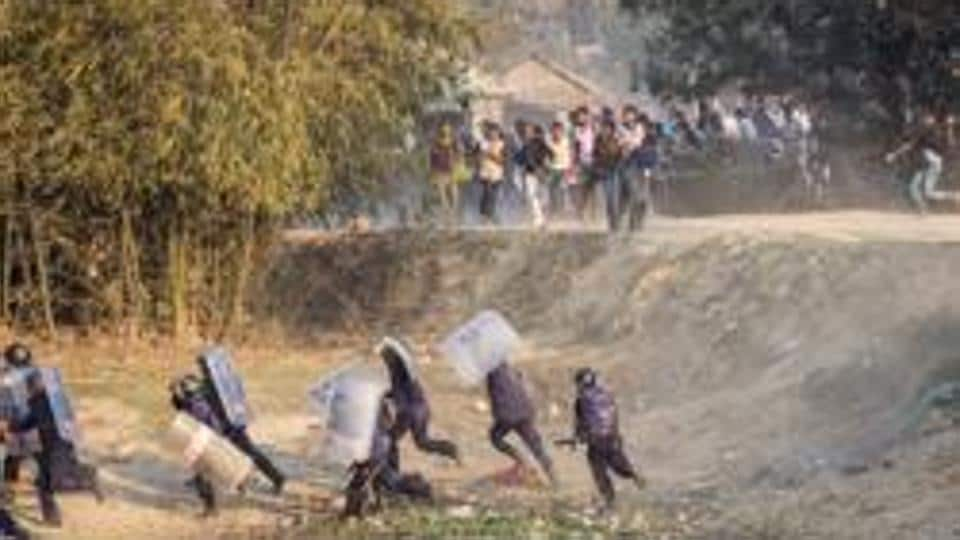 Nepalese riot police run for cover as Madhesi activists hurl stones at them in Saptari District, Nepal March 6, 2017. Picture taken March 6, 2017. REUTERS/Shreedhar Poudel EDITORIAL USE ONLY. NO RESALES. NO ARCHIVE. TPX IMAGES OF THE DAY