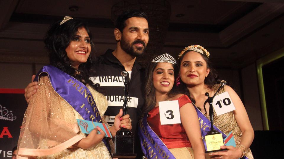 Actor John Abraham with the winners of a beauty pageant for the visually-impaired girls at Andheri. (Pramod Thakur/HT PHOTO)