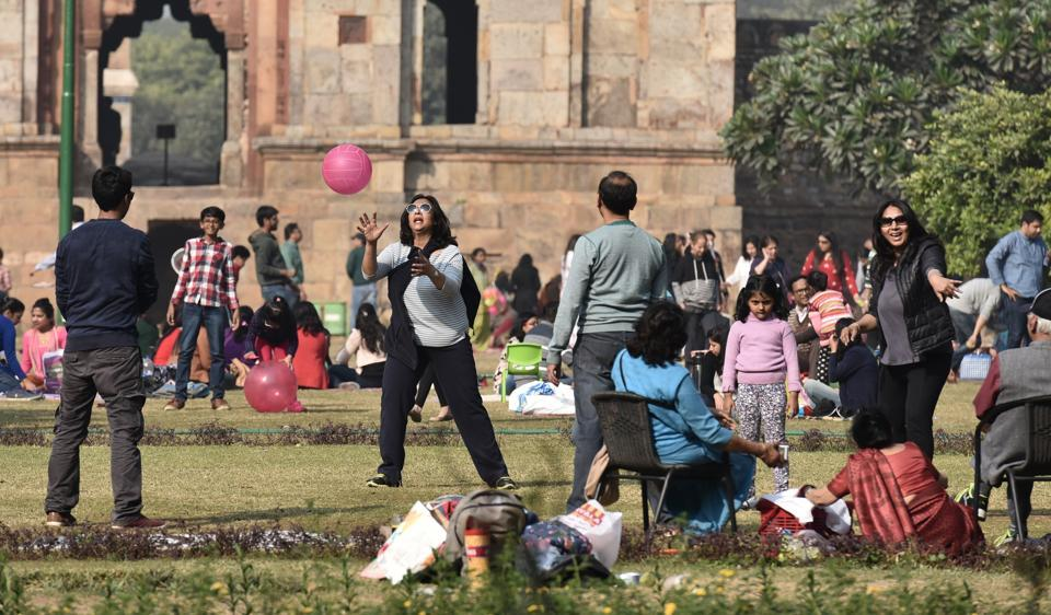 On Wednesday morning, minimum temperature dipped to 18.4 degrees Celsius in Delhi.