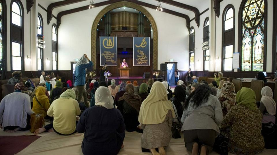 The mosque incidents come amid a wave of bomb threats to Jewish community centres in New York, Michigan, New Jersey and other states.