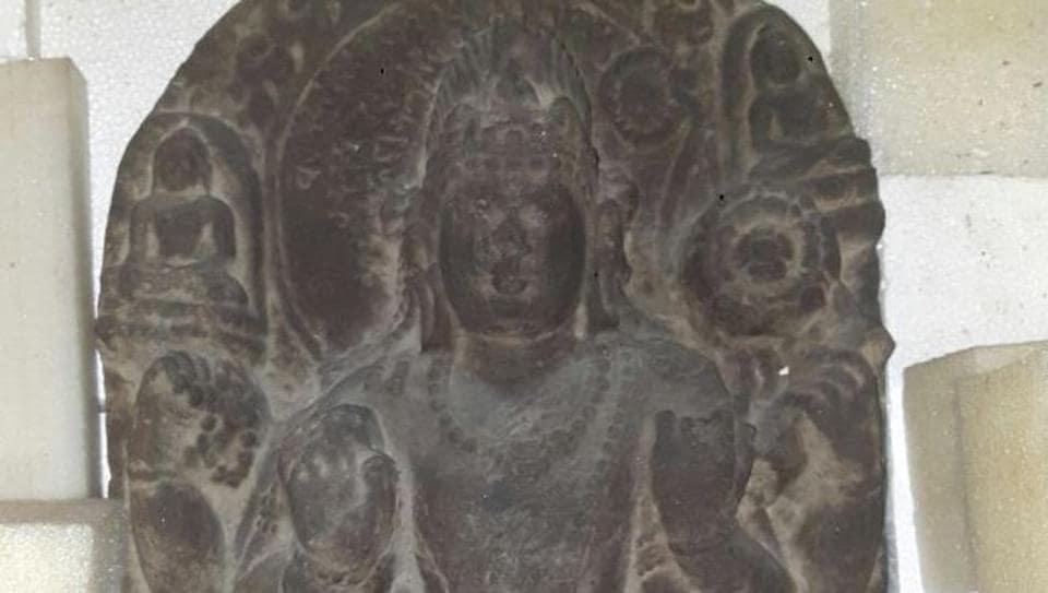 antique smuggling case,Delhi courier agent,Mumbai
