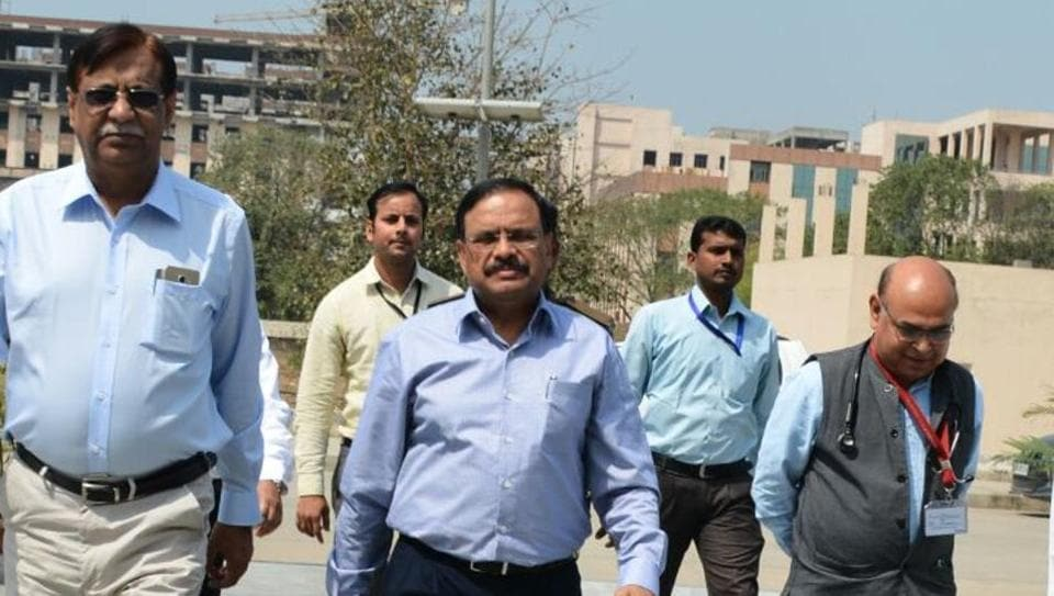 Union health secretary CK Mishra (centre) is flanked by director Dr PK Singh (left) and medical superintendent Dr Umesh Bhadani (right) at AIIMS-Patna.