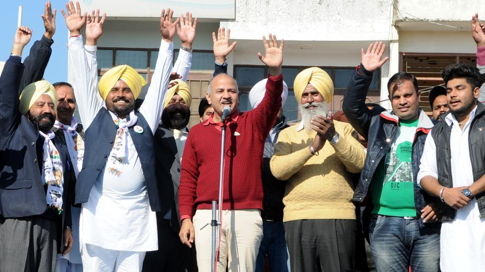 Deputy CM of Delhi, Manish Sisodia(C) and Narender Singh Shergill (2L) AAP Candidate from Mohali wave during an election rally at  Mohali on January 10, 2017. (Anil Dayal/HT Photo)