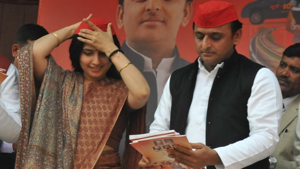 Chief Minister Akhilesh Yadav releases a manifesto of Samajwadi party as his wife Dimple Yadav adjusts the party cap during a press conference at Lucknow on January 22nd. (Dheeraj Dhawan/HT Photo)