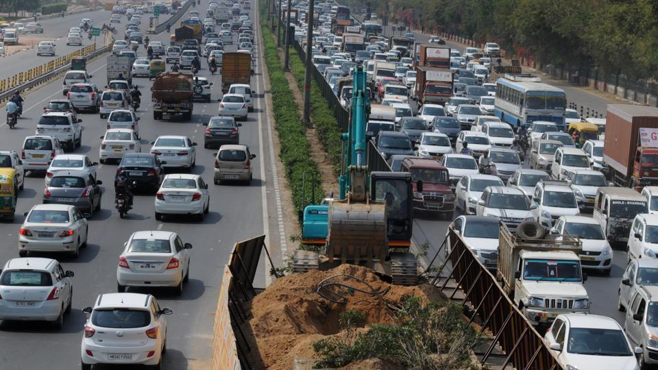 Hundreds of motorists and commuters were stranded on the Delhi-Gurgoan Expressway on Thursday.
