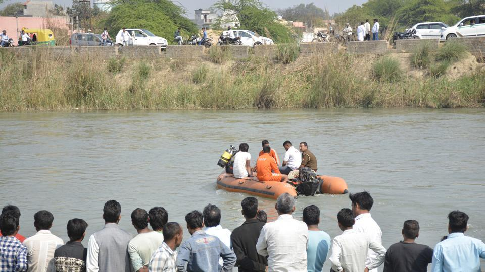The police, NDRF divers and private divers have all been roped in for rescue efforts, but they have not been able to locate the missing persons in the canal.