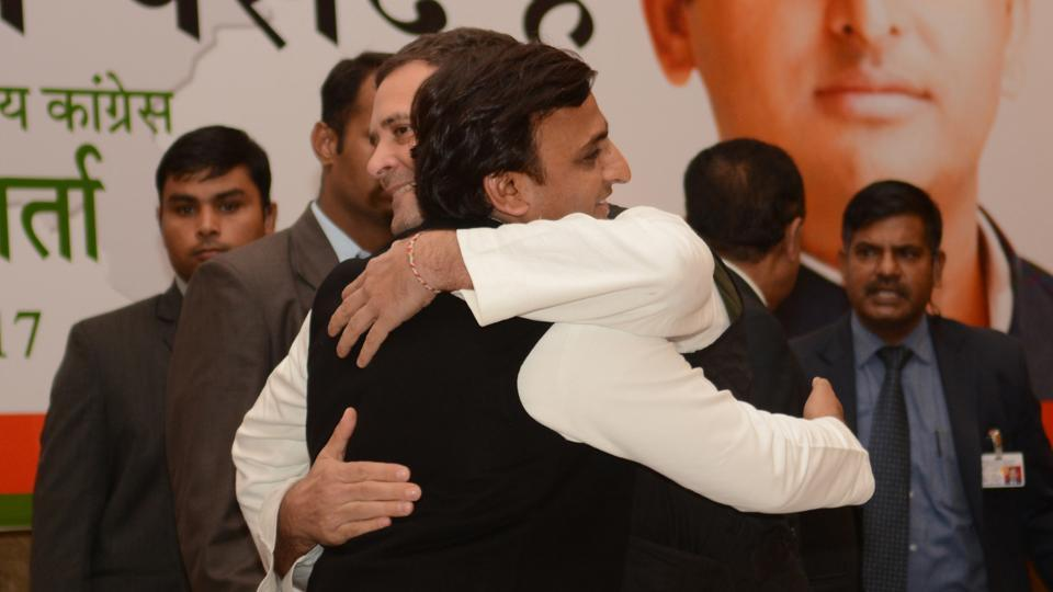 Congress VP Rahul Gandhi greets SP National President Akhilesh Yadav during a joint press conference in Lucknow on January 29th. (Ashok Dutta/Ht Photo)