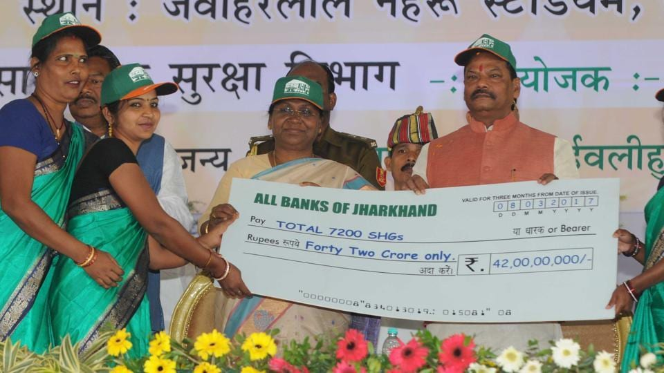 Governor Draupadi Murmu , Chief Minister Raghubar Das giving a cheque of Rs 42 crores to the representatives of self help groups after launching the