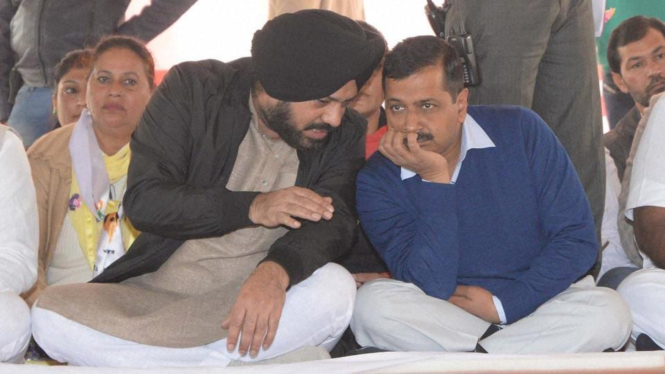 AAP National Convener & Delhi CM Arvind Kejriwal with AAP Punjab Convener Gurpreet Guggi during a rally at Adampur in Jalandhar on 10th December 2016. (PTI)
