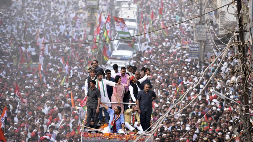 Massive roadshows marked the campaign by both BJP and SP- Congress alliance. Seen here are UP chief minister Akhilesh Yadav, his wife Dimple, and Congress vice-president Rahul Gandhi during their roadshow in Varanasi on March 4th. (Arun Sharma/HT PHOTO)
