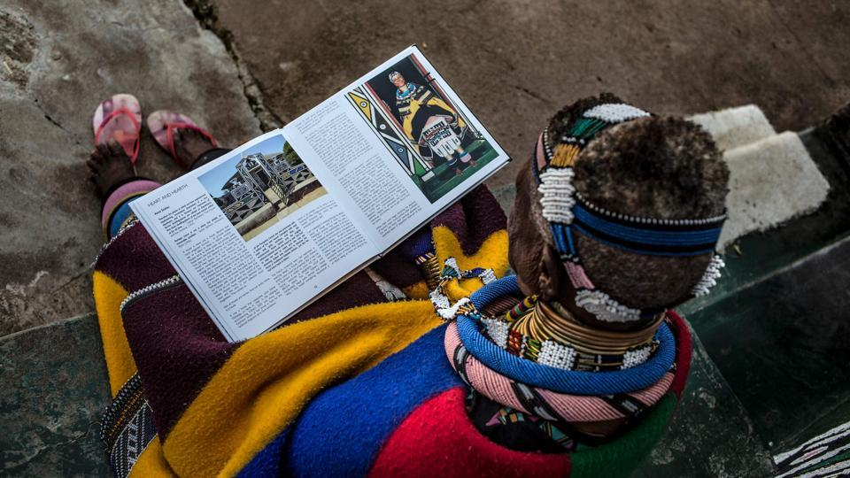 Esther Mahlangu, 81 is  a South African  artist and teacher, but one of the last skilled custodians of the traditions of the Ndebele people.  (GULSHAN KHAN / AFP)