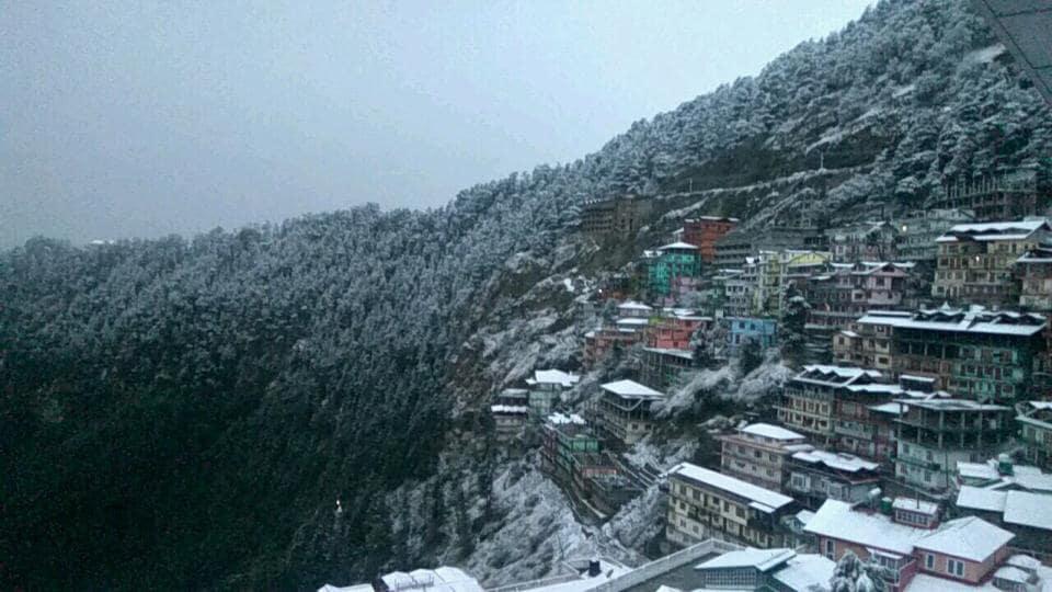Shimla recorded 4cm of snowfall, Kufri 7cm, Narkanda 5cm, and Kharapathar 20cm. Kinnaur and Kullu also received snow.