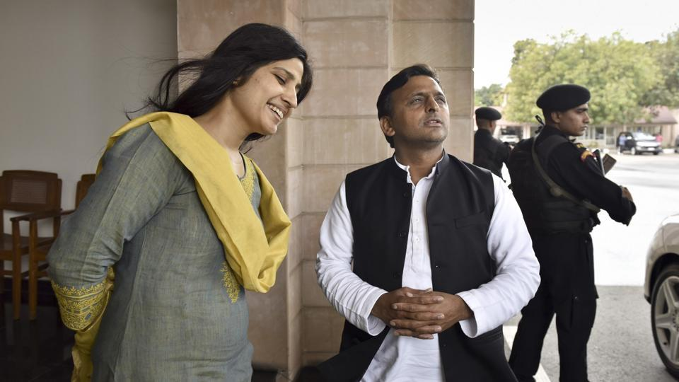 Uttar Pradesh CM Akhilesh Yadav with wife Dimple Yadav at the CM Niwas in Lucknow on Friday, a dey before the counting day.  (Arvind Yadav/HT PHOTO)