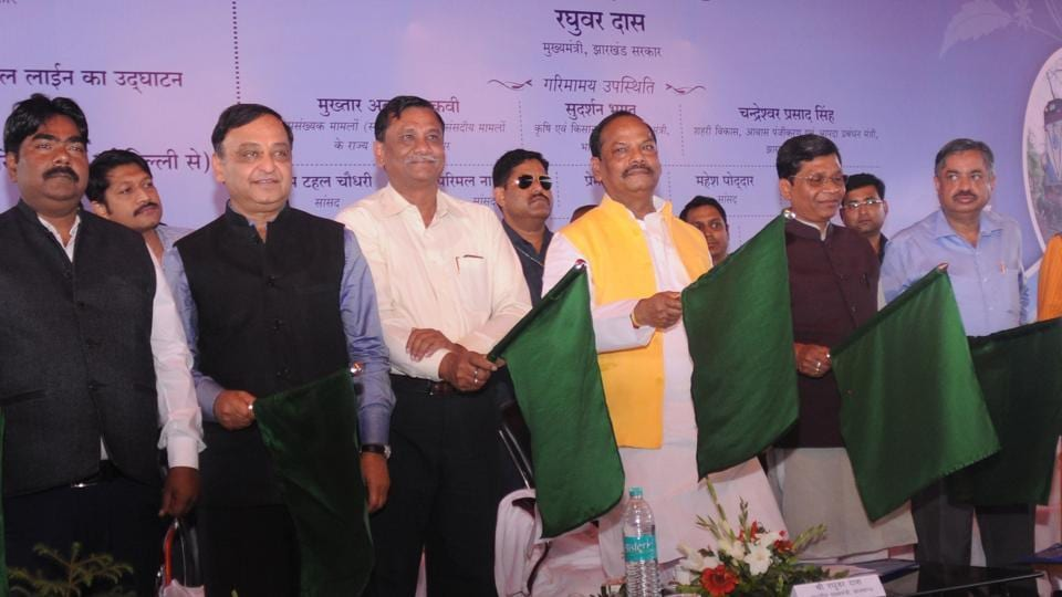 Chief Minister Raghubar Das flags off the new passenger train Ranchi-Barki Chanpi-Tori in a function at Ranchi Railway Station in Ranchi