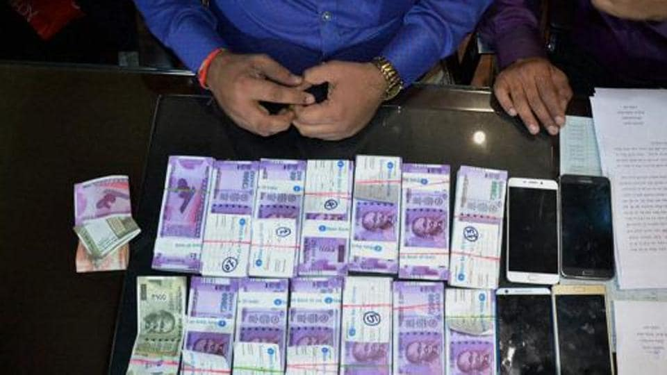 The student was trying to exchange one such fake Rs 500 note at a shop at Sunagadia area and was caught by locals.