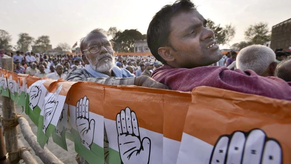 Congress supporters at Vice President Rahul Gandhi election rally at Pindra on March 2nd. (Arun Sharma/HT PHOTO)