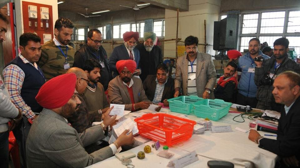 Election officials during ballot paper counts before EVM counting starts in Jalandhar. (Pardeep Pandit/Ht Photo)