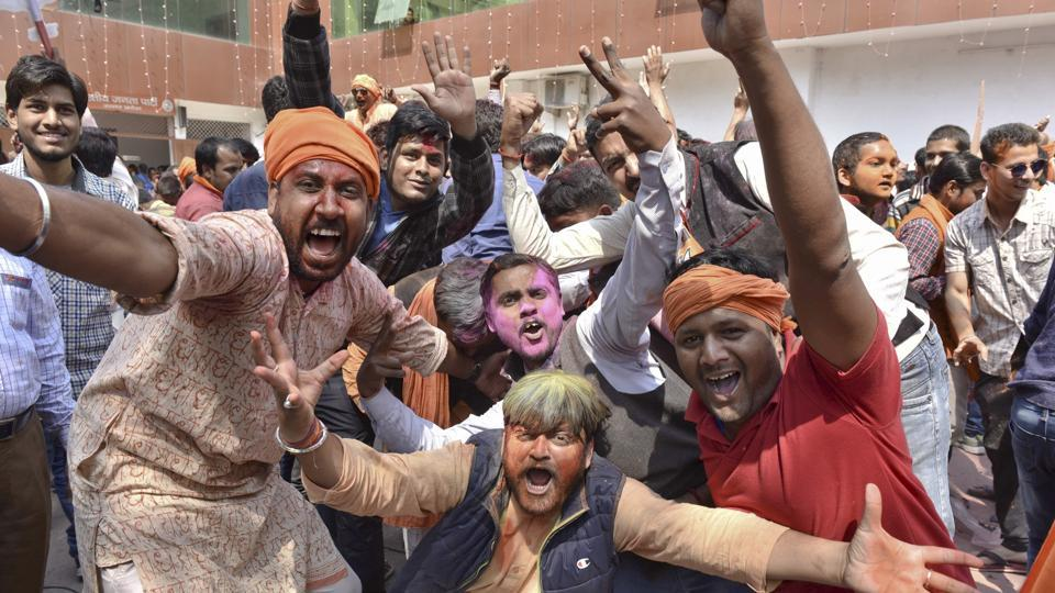 Celebrations by BJP workers at the party office in Lucknow. (Arvind Yadav/HT PHOTO)