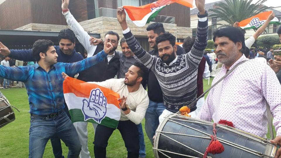 Supporters of Congress candidate Navjot Singh Sidhu celebrating his victory in the Punjab state elections from Amritsar East constituency today afternoon. (GURPREET SINGH/HT PHOTO)