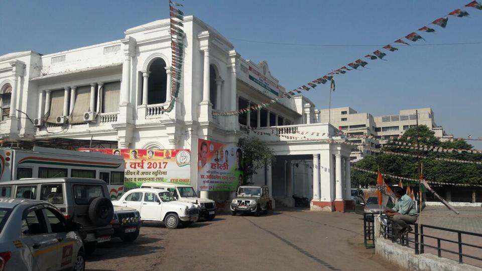 A deserted looking Congress state office in Lucknow. (Ashok Dutta/Ht Photo)