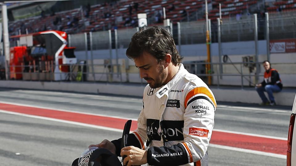 Fernando Alonso suffered electrical faults as McLaren-Honda continued to suffer from reliability issues in pre-season testing in Barcelona.