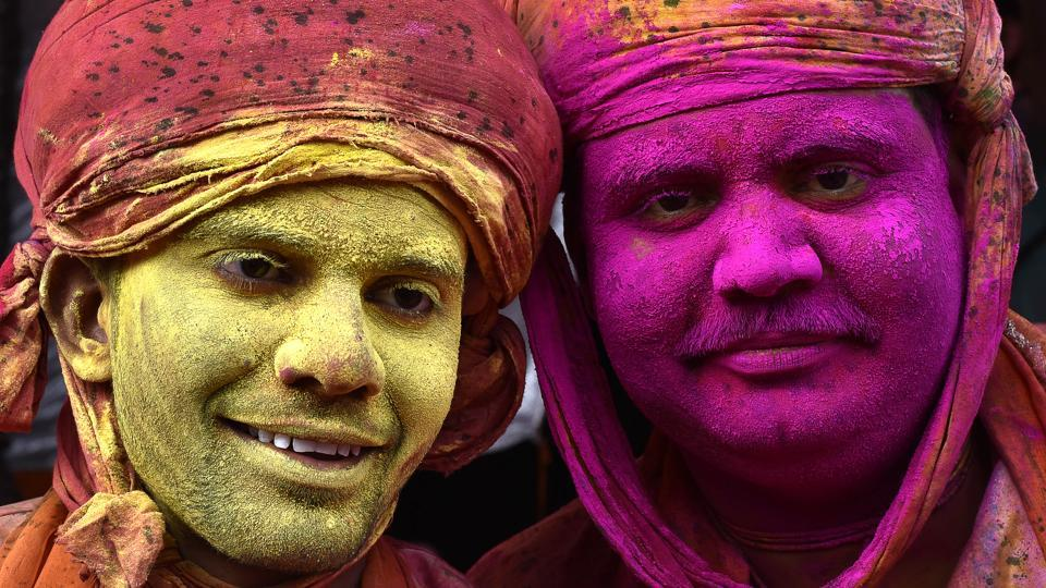 Indian villagers smear colours during the Lathmar Holi festival at the Nandji Temple in Nandgaon, some 120 kms from New Delhi. (Ajay Aggarwal/HT PHOTO)