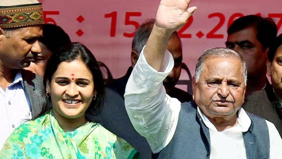 Lucknow: Mulayam Singh Yadav in support of his daughter-in-law and SP candidate Aparna Yadav at an election rally in Lucknow on Wednesday. PTI Photo(PTI2_15_2017_000161B)