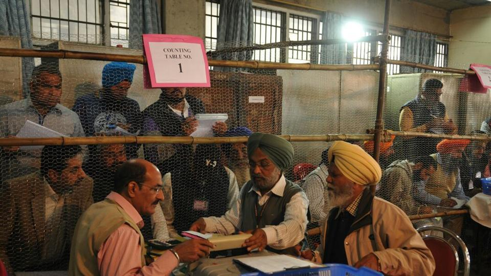 Poll officials and poll agents busy in vote counting for Punjab state elections, Jalandhar. (Pardeep Pandit/Ht Photo)