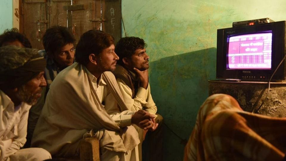 People in Jjogayi Khera in Muzaffarnagar seen glued to the TV to track results of the UP elections. (Saumya Khandelwal/HT Photo)