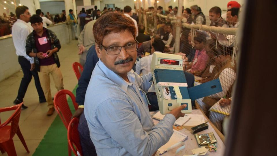 Counting of votes underway for UP Assembly election result at Ramabai Ambedkar rally sthal in Lucknow. (Deepak Gupta/ht photo)
