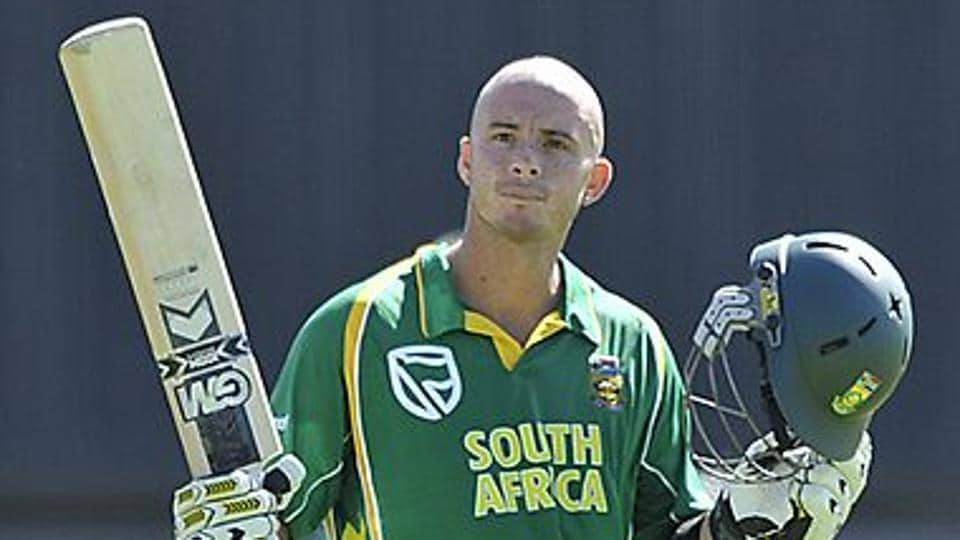 Herschelle Gibbs scored 175 as South Africa chased a world-record total of 434 against Australia.