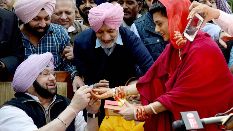 PPCC President Capt Amarinder Singh celebrating with his relatives after election results in Chandigarh. (PTI)