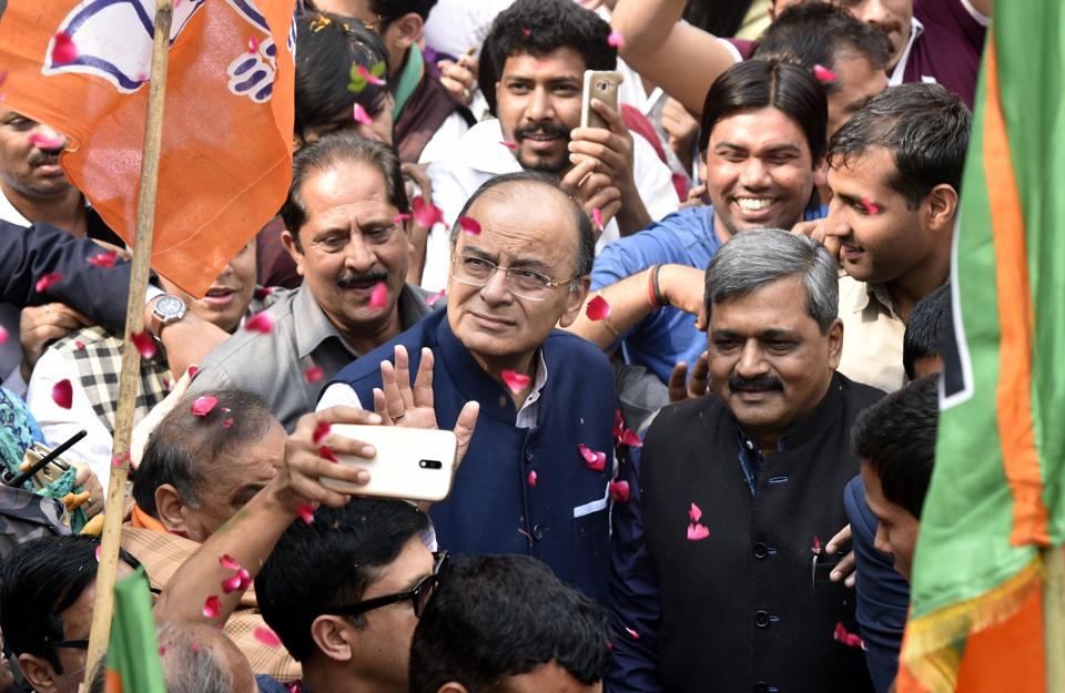 BJP leader and Finance Minister Arun Jaitley greets the supporters and party workers after election results, in New Delhi. (Mohd Zakir/HT PHOTO)