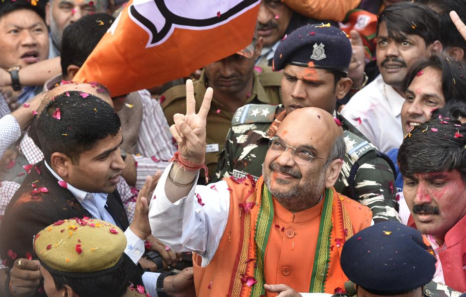 BJP president Amit Shah flashes the victory sign after election results, in New Delhi. (Mohd Zakir/HT PHOTO)