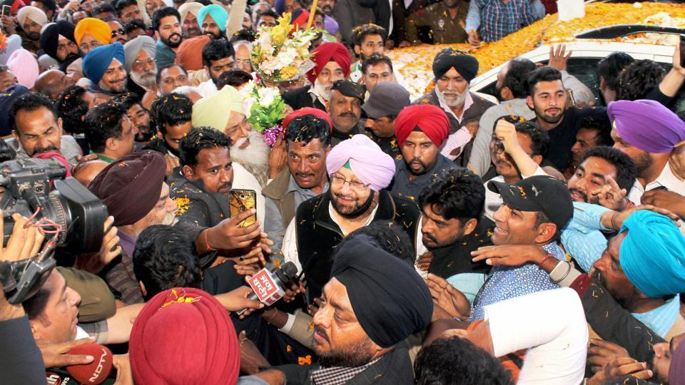 Punjab Congress President Capt Amarinder Singh greeted by his party workers after the party's win in Assembly polls. (PTI)