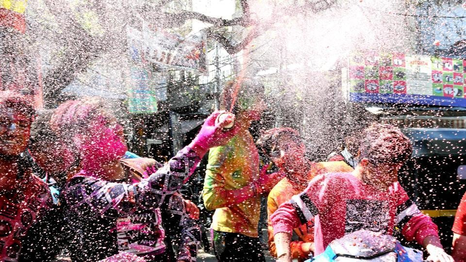 Boys play with  coloured water on each other as they celebrate Holi in Jammu. (Nitin Kanotra  / HT Photo)