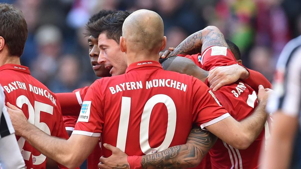 Robert Lewandowski scored twice as Bayern Munich opened up a 10-point lead in the Bundesliga after RBLeipzig and Borussia Dortmund suffered defeats.