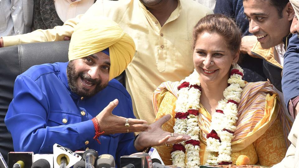 Congress Candidate Navjot Sidhu and his wife Dr. Navjot Kaur Sidhu addressing the media persons after winning in the  (Gurpreet Singh / HT Photo)