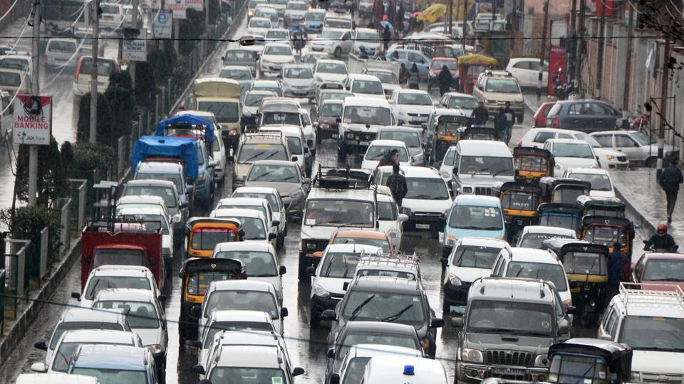Srinagar-Jammu NH remains closed for third day