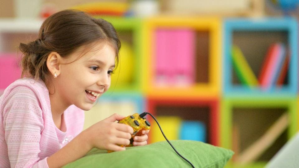 Kids who consistently spend three or more hours watching TV, using computers and smartphones, are at high risk of developing diabetes.