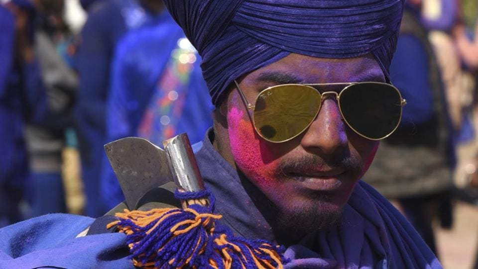A young Nihang after playing with Holi colours. (Sanjeev Sharma/HT Photo)