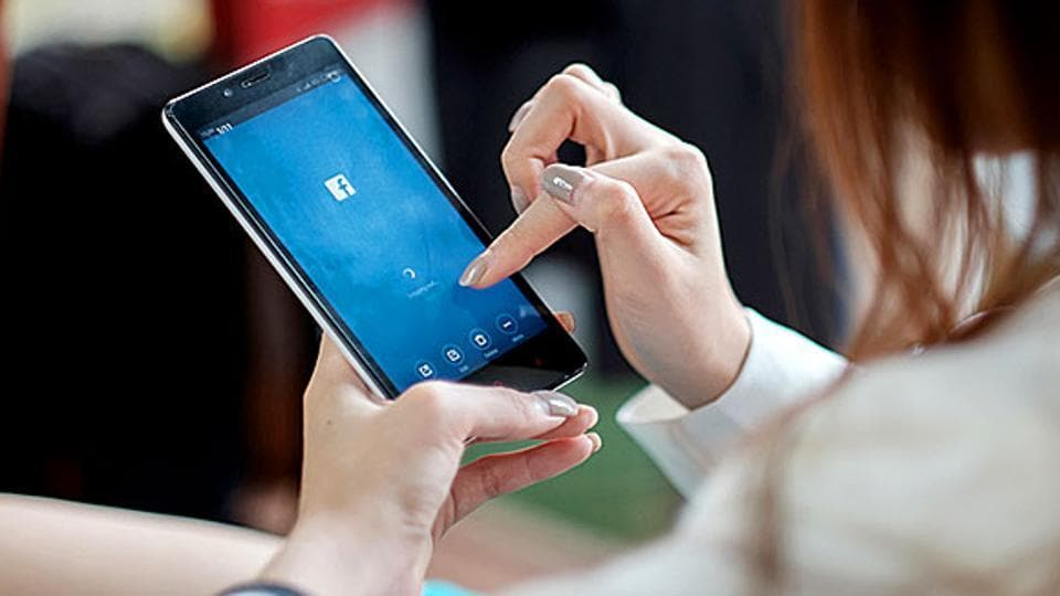 More than 85% of the respondents, who were part of the survey, said they often and sometimes by force of habit checked their smartphones for Facebook notifications or WatsApp messages.