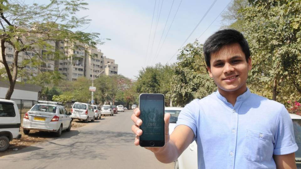 Ranvijay Singh of class 12 shows the CBSE Exam Center Locator  mobile application.