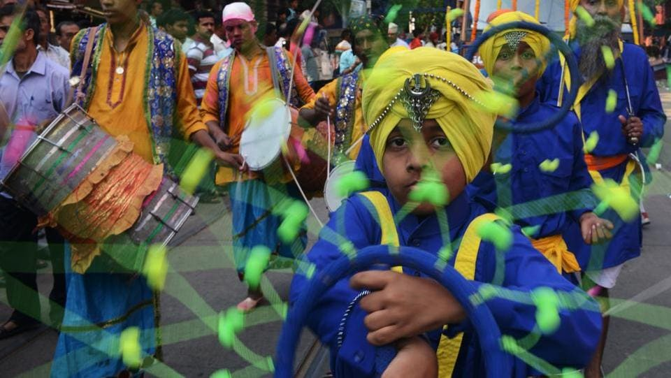 Young  sikhs performs 'Gatka', an ancient form of Sikh martial art during a procession through the streets of Anandpur Sahib. (AFP)
