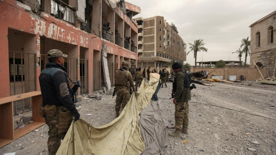 Members of Iraqi rapid response forces use large camouflage cover during clashes with Islamic State militants in Mosul, Iraq March 13, 2017.